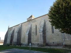 Eglise Saint-Cyr - English: Église Saint-Cyr in Saint-Ciers-Champagne, northern side