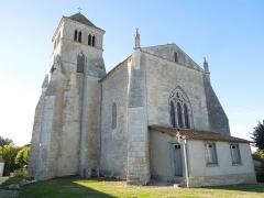 Eglise Saint-Cyr - English: The church Saint-Cyr in Saint-Ciers-Champagne, seen from southeast