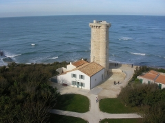 Vieux Phare des Baleines et phare des Baleineaux -  Petit phare des Baleines, ile  de Ré  // Vom Aufstieg des großen aus. Man beachte die sich kreuzenden Wellen hinten.