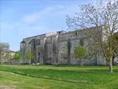 Eglise Saint-Hippolyte - Français:   L\'église romane de Saint-Hippolyte