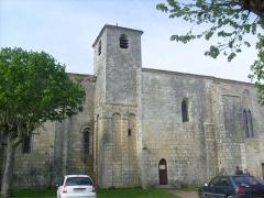 Eglise Saint-Hippolyte - Français:   L\'église de Saint-Hippolyte (Charente-Maritime)