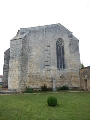 Eglise Saint-Hippolyte - Français:   La façade orientale de l\'église de Saint-Hippolyte, en Charente-Maritime (France).