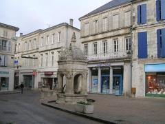 Fontaine du Pilori -  Pilori de Saint-Jean-d'Angély
