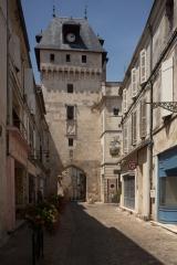 Tour de l'Horloge - English:  Saint-Jean-d'Angély, Charente-Maritime, Poitou-Charentes, France;; ref PM_094133_F_Saint_Jean_dAngely;; Photographer: Paul M.R. Maeyaert; www.pmrmaeyaert.eu; © Paul M.R. Maeyaert; pmrmaeyaert@gmail.com; Cultural heritage; Europeana; Europe/France/Saint-Jean-d'Angély;