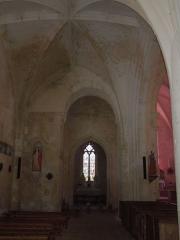 Eglise Sainte-Lheurine - Deutsch:   Das nördliche Seitenschiff der katholischen Pfarrkirche in Sainte Lheurine