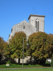 Eglise Sainte-Lheurine - Deutsch:   Die katholische Pfarrkirche in Sainte Lheurine