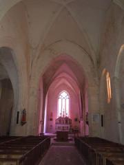 Eglise Sainte-Lheurine - Deutsch:   Innenansicht des Kirchenschiffs der katholischen Pfarrkirche von Sainte Lheurine