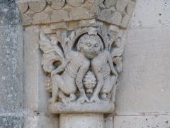 Eglise Saint-Martin - Français:   Chapiteau du portail, église de Saint-Martin-de-Coux, Charente-Maritime, France