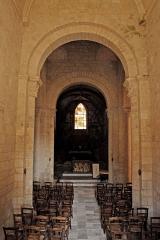 Eglise Saint-Saturnin - Deutsch: Pfarrkirche Saint-Sornin, Mittelschiff in Richtung Chor