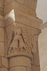 Eglise Saint-Saturnin - Deutsch: Pfarrkirche Saint-Sornin, Kapitell, Menschen, Rankenwerk, Tier