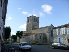 Eglise Saint-Saturnin - Français:   Le centre-bourg du village de Saint-Sornin