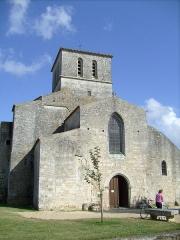 Eglise Saint-Saturnin - Français:   Façade de l\'église de Saint-Sornin