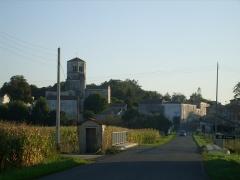 Eglise Saint-Sulpice -  L'Arnoult et le clocher de l'église