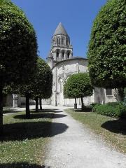 Eglise Sainte-Marie-aux-Dames - Chevet de l'église abbatiale Sainte-Marie-aux-Dames à Saintes (17).