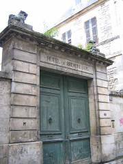 Hôtel de Brémond d'Ars - Français:   portail