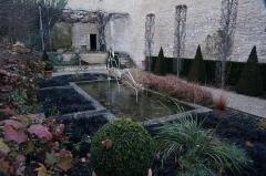 Ancien couvent des Jacobins et ancienne maison de Maurice Martineau, actuellement bibliothèque municipale - Français:   A Saintes.