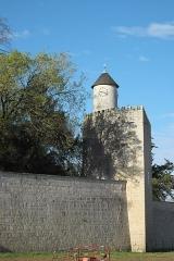 Ancien château - Deutsch: Mauer und Turm in Surgères im Département Charente-Maritime (Nouvelle-Aquitaine/Frankreich)