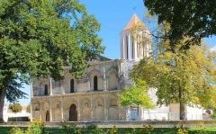 Eglise Notre-Dame - Français:   Eglise du XI° siècle à Surgères, en Charente-Maritime.