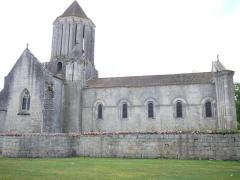 Eglise Notre-Dame - English: Romanesque church in Surgères. Side. Charente-Maritime (17), Poitou-Charentes, France, Europe.
