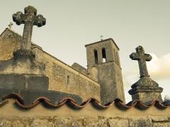 Eglise Saint-Martin - Français:   Vue de l\'Eglise de taillant par dessus le mur du cimetière