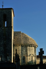 Eglise Saint-Martin - Français:   Chevet et couverture de lauzes de l\'église Saint-Martin de Taillant