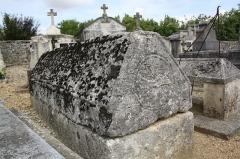 Eglise Saint-Martin - Français:   Tombe d\'un chevalier de l\'ordre de la Croix de Malte à Taillant (Charente-Maritime, France).