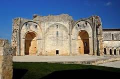 Ruines de l'ancienne abbaye - Deutsch: Abtei Trizay, Abteikirche, Oktogon, Zentralbau, v. West