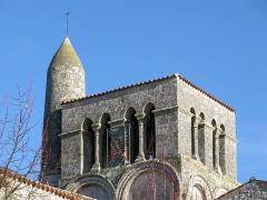 Eglise Saint-Vivien£ -  Église Saint-Vivien de La Vallée.