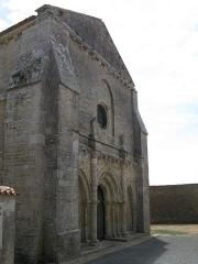 Eglise Saint-Vivien -  Façade de l'église Saint-Vivien à Vandré.