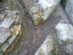 Aqueduc gallo-romain de Saintes - Français:   Carrefour de rigoles, vestiges de l\'aqueduc romain de Saintes, Fontcouverte, Charente-Maritime, France