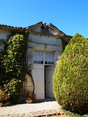 Domaine de Beaulieu - Français:   Porte classée du logis de Beaulieu à Germignac, en Charente-Maritime.