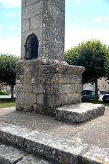 Lanterne des Morts - Deutsch: Totenlaterne, Altar u. seitl. Türf