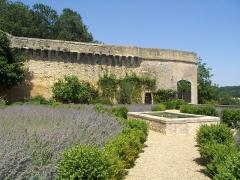 Château de Touffou - English: Chapel Tower. View from the Tournois Terrace. Touffou Castle.