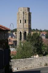 Ancienn abbaye Saint-Sauveur de Charroux - Tour Charlemagne (XIIe siècle), vue de puis la rue de l'Église, Charroux, Vienne, France.
