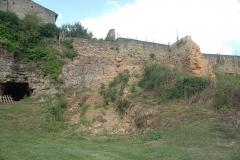 Château - Deutsch: Château-Larcher, Wehrmauer des Castrums von O