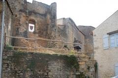 Château - Deutsch:   Château-Larcher, Wehrmauern Vorburg von W