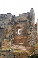Château - Deutsch: Château-Larcher, ehem Wehrturm Vorburg, von W
