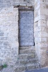 Château - Deutsch:   Château-Larcher, Tür in linkem Wehrturm