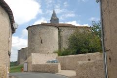 Eglise Notre-Dame - Deutsch:   Château-Larcher, Dorfstraße, Wehrturm von S