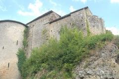 Eglise Notre-Dame - Deutsch:   Château-Larcher, Wehrturm und Kirche von SW