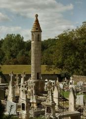 Lanterne des Morts - Français:   Lanterne des morts de Château-Larcher