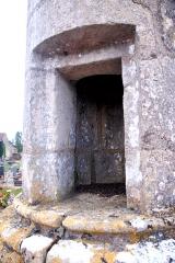 Lanterne des Morts - Deutsch:   Chât.-Larcher, Totenlaterne, Türöffnung im Säulenschaft
