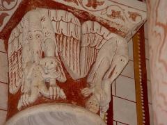 Eglise Saint-Pierre - Chapiteau roman du XIIe siècle, Monstres ailés mangeurs d'hommes