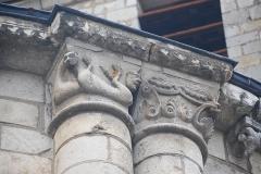 Eglise Saint-Pierre - Deutsch: Chauvignay.Pfarrkirche, Kapitelle an Chorapsis