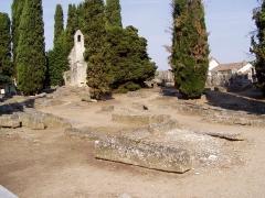 Cimetière gallo-romain -  Chapelle et tombes mérovingiennes du cimetière de Civaux dans la Vienne (France)