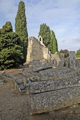 Cimetière gallo-romain - Deutsch: Civaux, Nekropole, Sarkophage neben Kapelle
