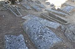Cimetière gallo-romain - Deutsch: Civaux, Nekropole, Sarkophage in Massen