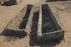 Cimetière gallo-romain - Deutsch: Civaux, Nekropole, Sarkophage in Trapezform