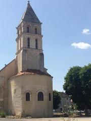 Eglise Saint-Gervais Saint-Protais - English: Clocher et extérieur de l'église