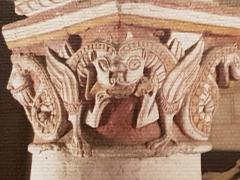 Eglise Saint-Gervais Saint-Protais - English: Dragon dévorant un damné, chapiteau, Civaux, XIIe siècle.
